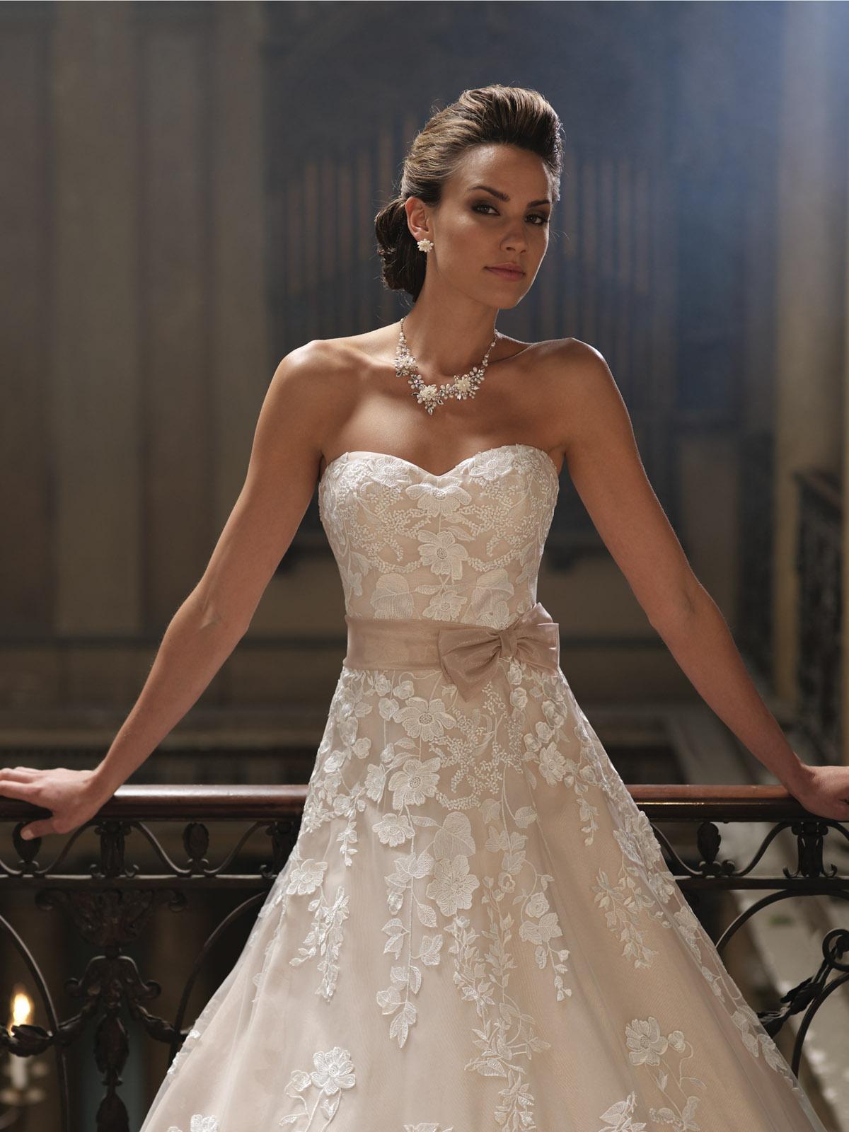 Photos de robes de mari es soyez la plus belle le jour for Robes violettes plus la taille pour les mariages