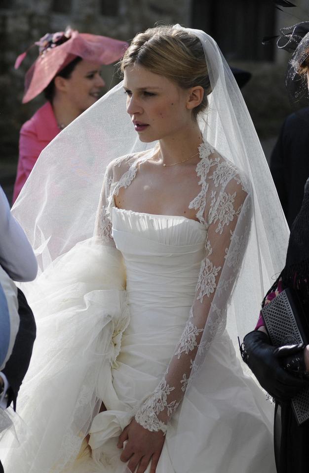 les plus belles robes de mariage numero 01 photos de. Black Bedroom Furniture Sets. Home Design Ideas