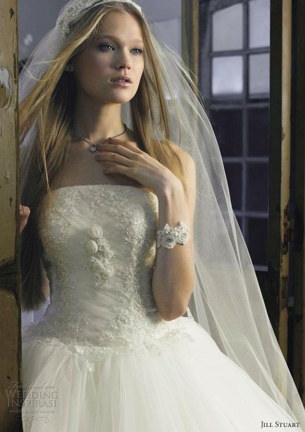 Plus jolie robe pour mariage 38 photos de robes de mari es for Jolie robe pour un mariage