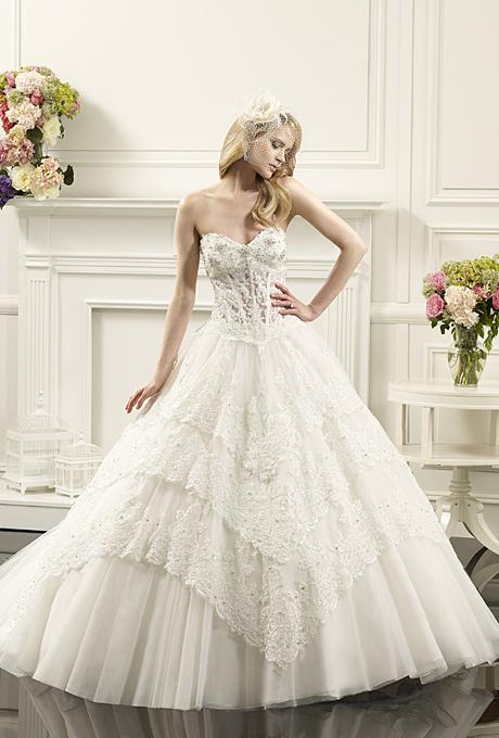 belle robe pour le mariage vu dans le 19 photos de robes de mari es. Black Bedroom Furniture Sets. Home Design Ideas