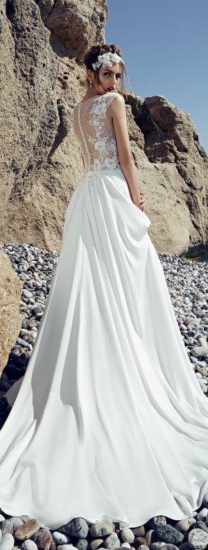 magnifique mariée dans sa robe sur le 26