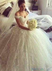 magnifique mariée dans sa robe sur le 34