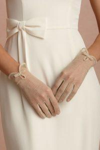 magnifique mariée dans sa robe sur le 50