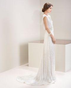 magnifique mariée dans sa robe sur le 73