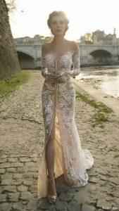 magnifique mariée dans sa robe sur le 75