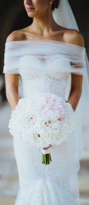 magnifique mariée dans sa robe sur le 79
