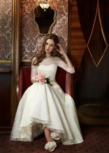 Bonheur dans robe de mariage 15