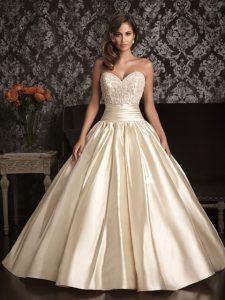 Bonheur dans robe de mariage 30