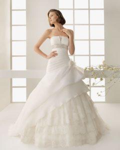 Bonheur dans robe de mariage 75