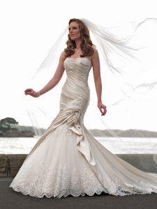 Robe féminine de mariée 90
