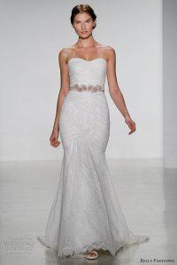 7 astuces pour empêcher votre robe de mariée sans bretelles de tomber en bas