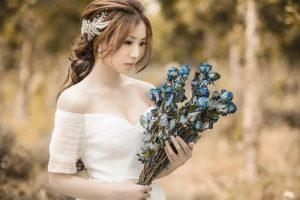 Quelle est la robe de mariée la plus adaptée pour petite poitrine ?